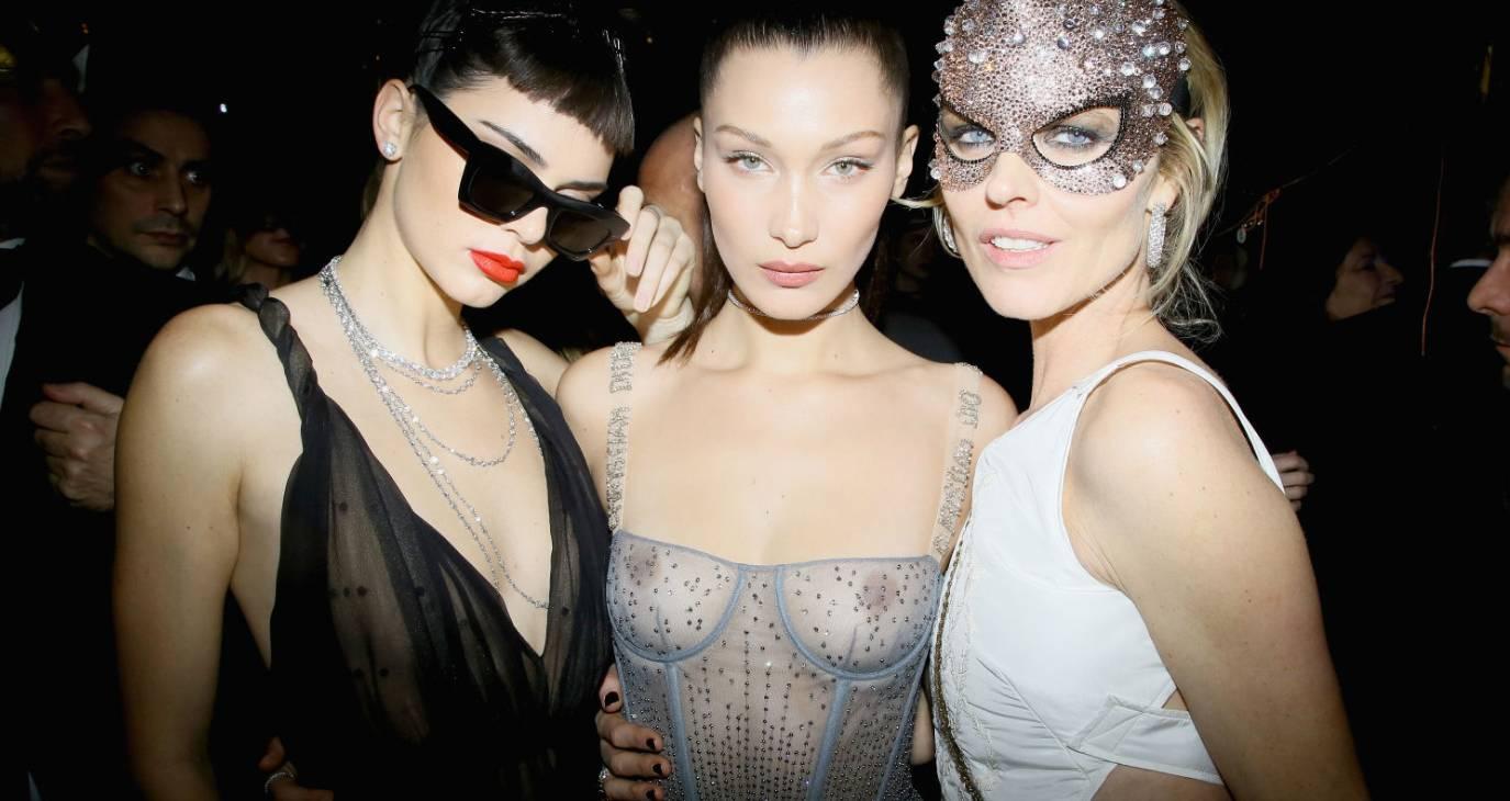 Bella Hadid très dénudée au bal organisé par Dior !