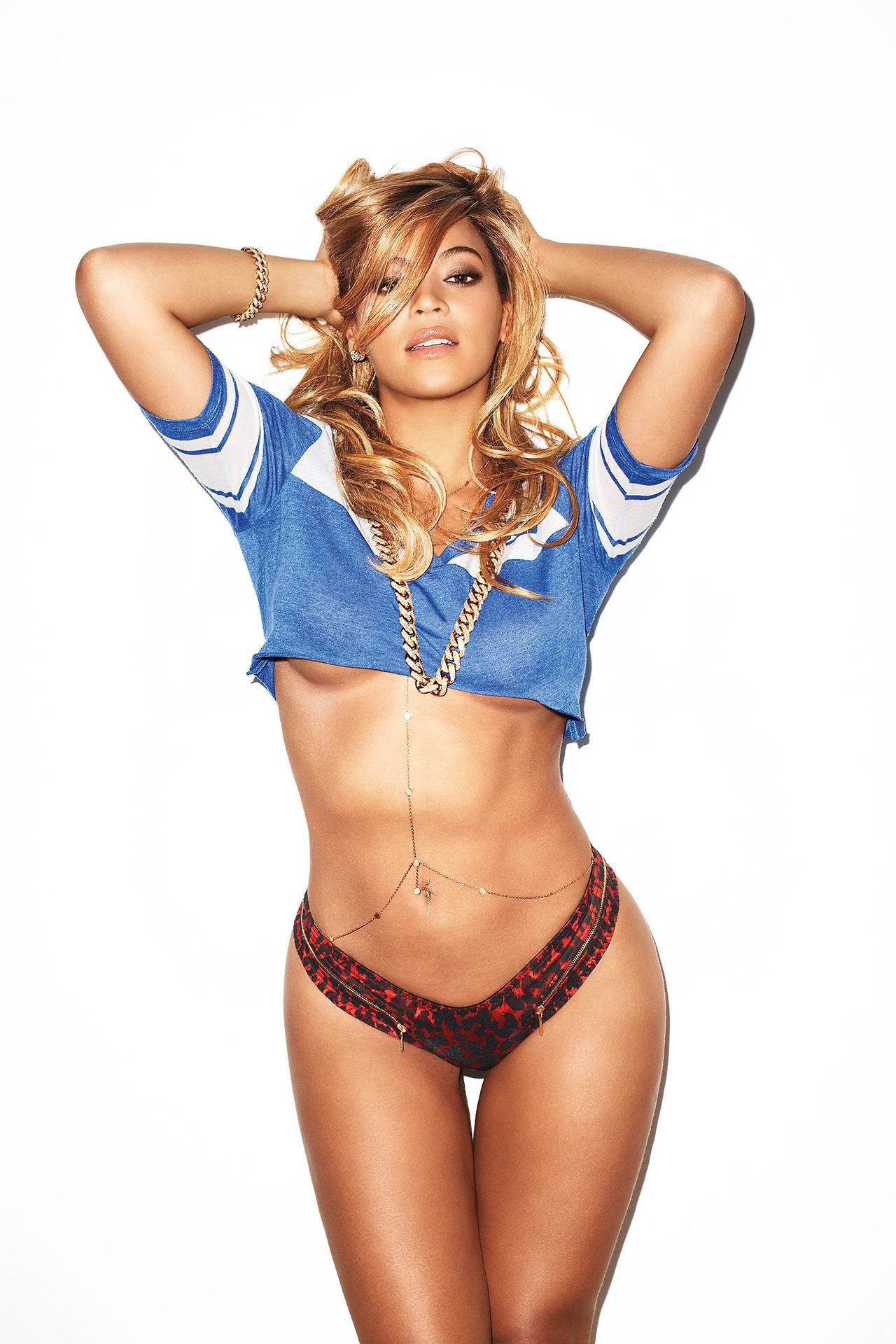 Beyonce dévoile un décolleté vertigineux pour Noël !