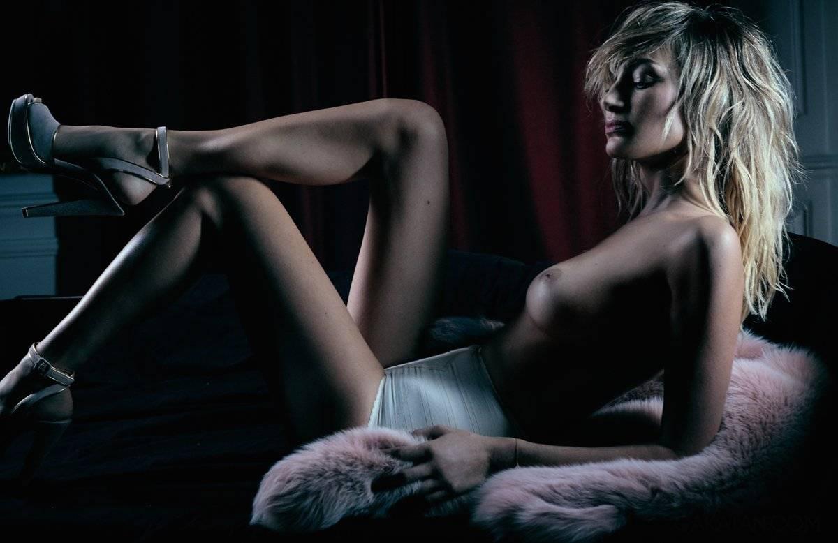 Pauline Lefèvre seins nus en couverture de Lui